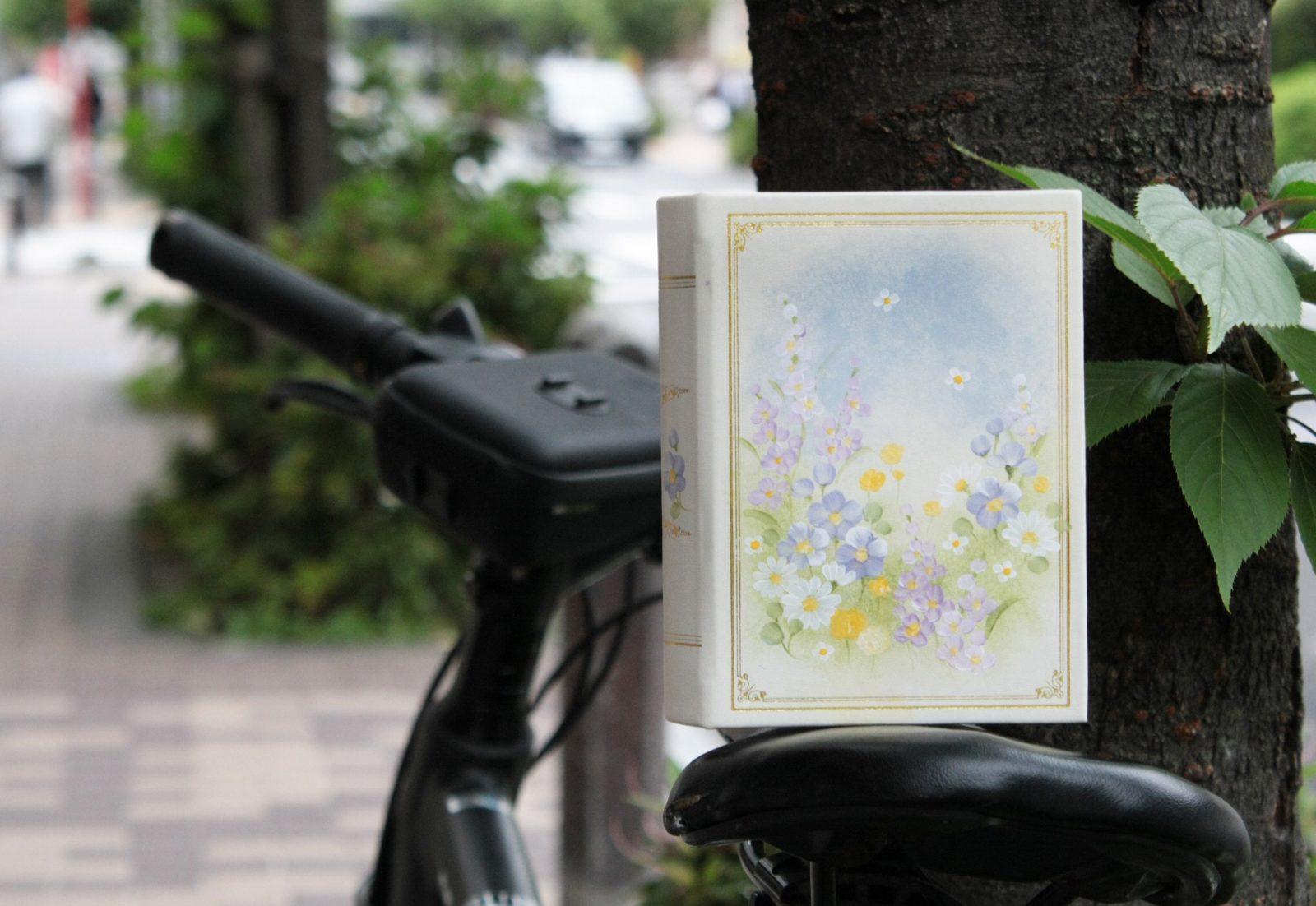 鈴木恵さんの「Garden ブック型ジュエリーケースキット 図案入り